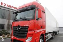 Bilder ansehen Mercedes Lastzug