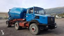 vrachtwagencombinatie beton molen / Mixer Renault
