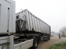 damaged cereal tipper semi-trailer