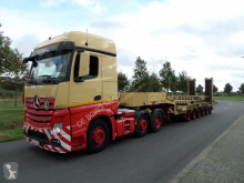 Goldhofer STZ-L6 67-80/A with Hydraulic Loading Ramps semi-trailer