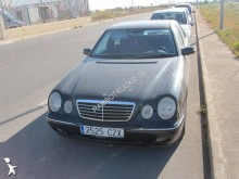 carro berlina Mercedes