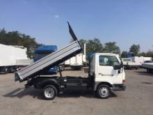 furgoneta volquete volquete trilateral Nissan