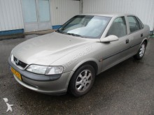carro berlina Opel