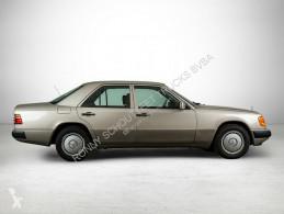 Mercedes 200 E Wurzelholzdekor/Umweltplakette grün