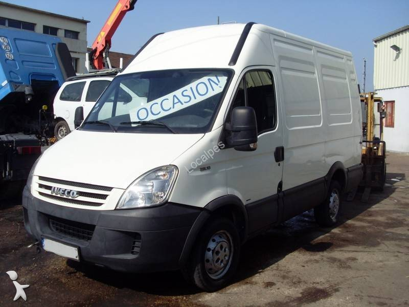 fourgon utilitaire iveco daily 4x2 occasion n 2143204. Black Bedroom Furniture Sets. Home Design Ideas