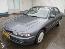 coche berlina Mitsubishi