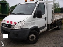 camioneta trilaterala Iveco