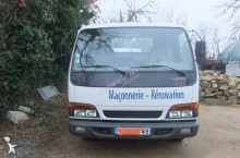 camioneta trilaterala Isuzu