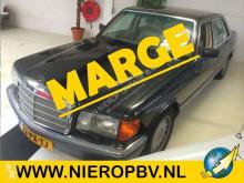 автомобиль с кузовом «седан» Mercedes