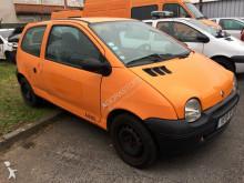 masina berlină Renault