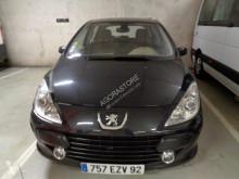voiture berline Peugeot