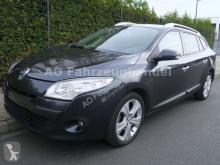 samochód osobowy Renault