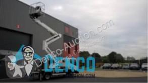 plataforma elevadora sobre camión Oil & Steel