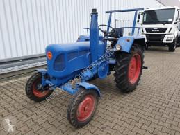zemědělský traktor starý tahač limuzína nc
