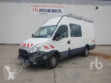 véhicule utilitaire Iveco 35S13