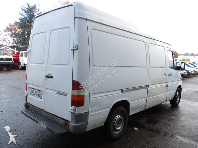 fourgon utilitaire mercedes sprinter 208 cdi gazoil occasion n 2335983. Black Bedroom Furniture Sets. Home Design Ideas