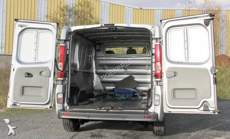used renault trafic cargo van l1h1 2 0l dci 115 cv 4x2 n. Black Bedroom Furniture Sets. Home Design Ideas