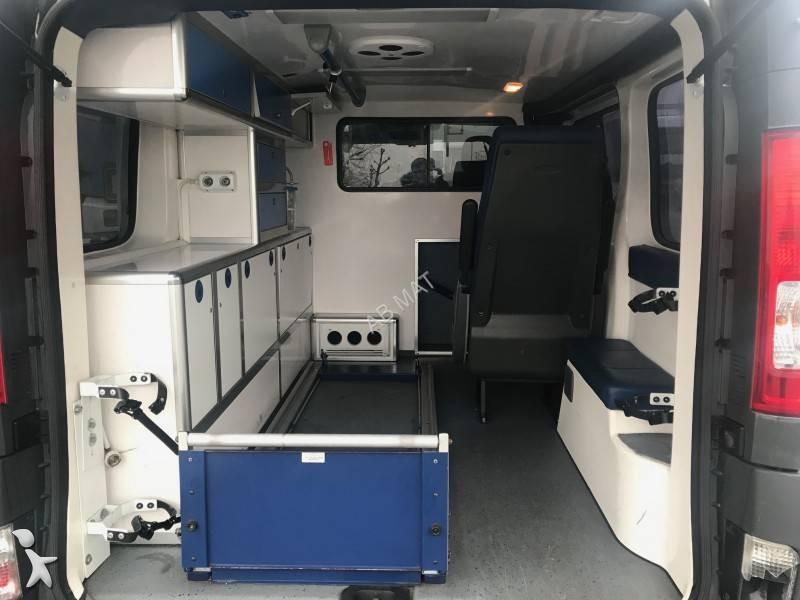 ambulance renault trafic l1h1 2 0l dci 115 cv gazoil occasion n 2401583. Black Bedroom Furniture Sets. Home Design Ideas