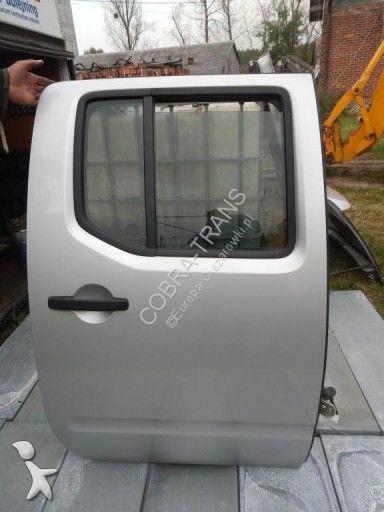 Pièces détachées PL Nissan Porte pour minibus  Navara D40
