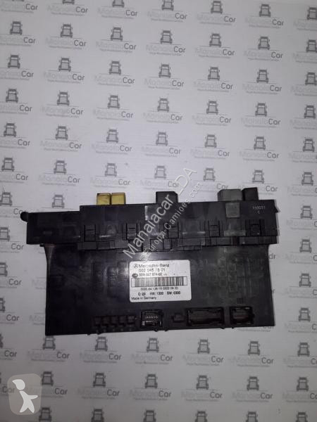 Voir les photos Pièces détachées PL nc Boîte à fusible MERCEDES-BENZ 0025457801 pour tracteur routier