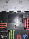Voir les photos Pièces détachées PL Iveco Boîte à fusible 4854549 pour tracteur routier