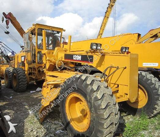 Voir les photos Niveleuse Caterpillar USED MOTOR GRADER CAT 120H WITH RIPPER