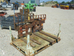n/a LOT DE TABLIERS + FOURCHES handling part
