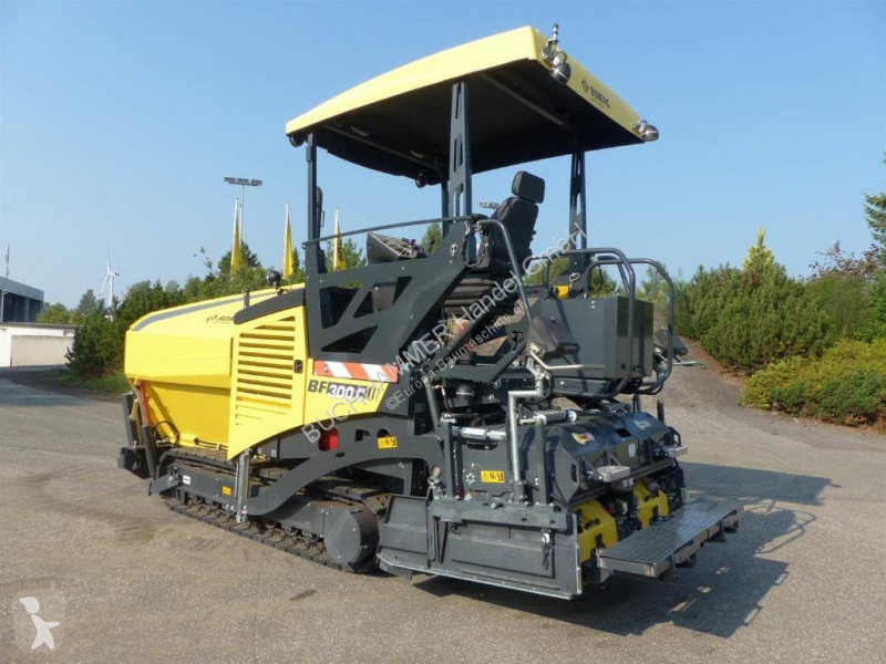 Travaux routiers Bomag BF 300C
