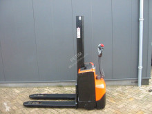 BT SWE 080 L stacker