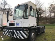 tracteur de manutention Kalmar ST 122