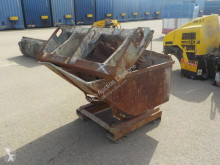 n/a Selection of Buckets & Attachments